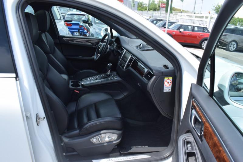 Photo 11 de l'offre de PORSCHE MACAN 3.6 V6 400CH TURBO PDK à 46900€ chez Univers Motors