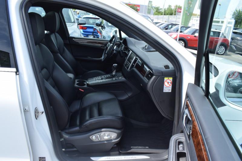 Photo 7 de l'offre de PORSCHE MACAN 3.6 V6 400CH TURBO PDK à 46900€ chez Univers Motors