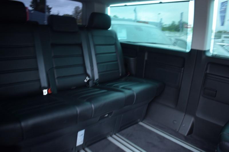 Photo 12 de l'offre de VOLKSWAGEN MULTIVAN 2.0 TDI 150CH CARAT DSG7 LONG 7places à 36900€ chez Univers Motors