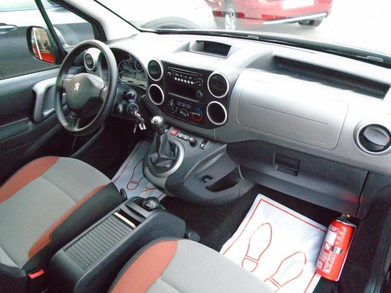Photo 12 de l'offre de PEUGEOT PARTNER TEPEE 1.6 BLUEHDI 100CH STYLE à 13495€ chez Remiremont automobiles