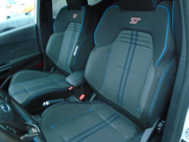Photo 3 de l'offre de FORD FIESTA 1.5 ECOBOOST 200CH STOP&START ST-PACK 5P EURO6.2 à 21995€ chez Remiremont automobiles