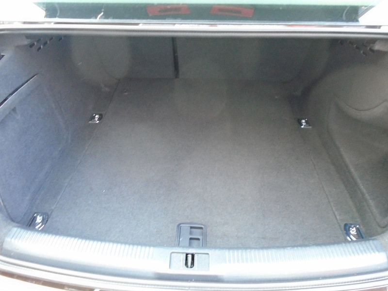 Photo 10 de l'offre de AUDI A4 2.0 TDI 136CH ULTRA CLEAN DIESEL DPF BUSINESS LINE EURO6 à 15995€ chez Remiremont automobiles