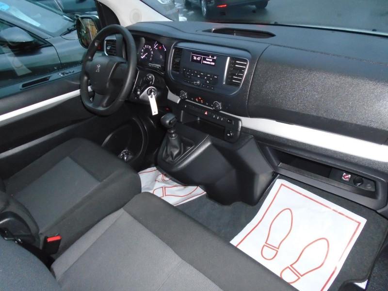 Photo 9 de l'offre de PEUGEOT TRAVELLER 1.5 BLUEHDI 120CH S&S STANDARD BUSINESS 9 PLACES à 29995€ chez Remiremont automobiles