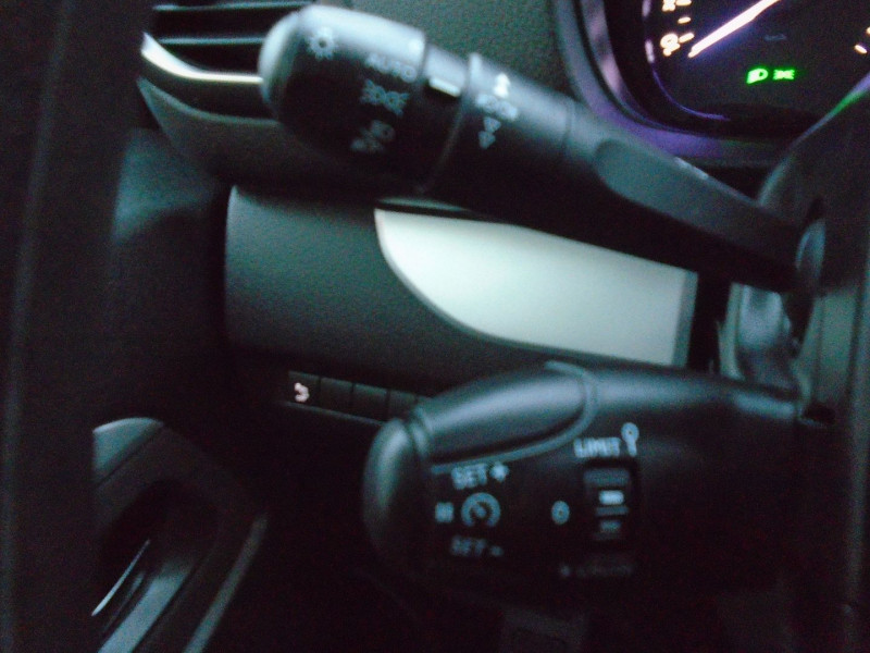 Photo 12 de l'offre de PEUGEOT TRAVELLER 1.5 BLUEHDI 120CH S&S STANDARD BUSINESS 9 PLACES à 29995€ chez Remiremont automobiles