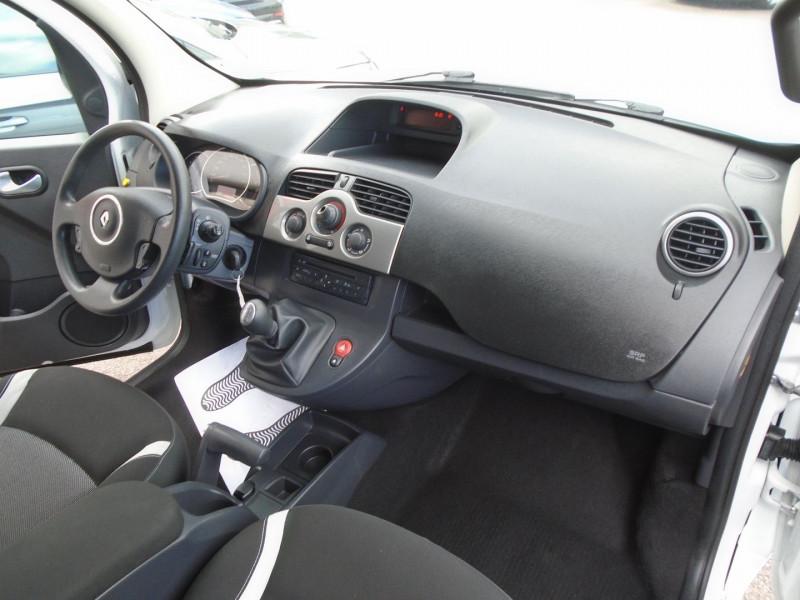 Photo 12 de l'offre de RENAULT KANGOO TPMR 1.5 DCI 110CH FAP EXPRESSION à 14995€ chez Remiremont automobiles