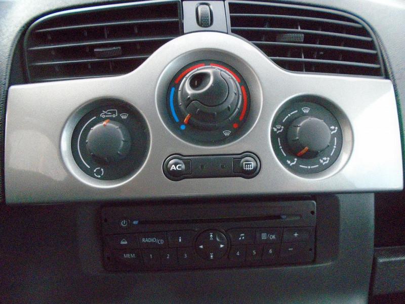Photo 8 de l'offre de RENAULT KANGOO TPMR 1.5 DCI 110CH FAP EXPRESSION à 14995€ chez Remiremont automobiles