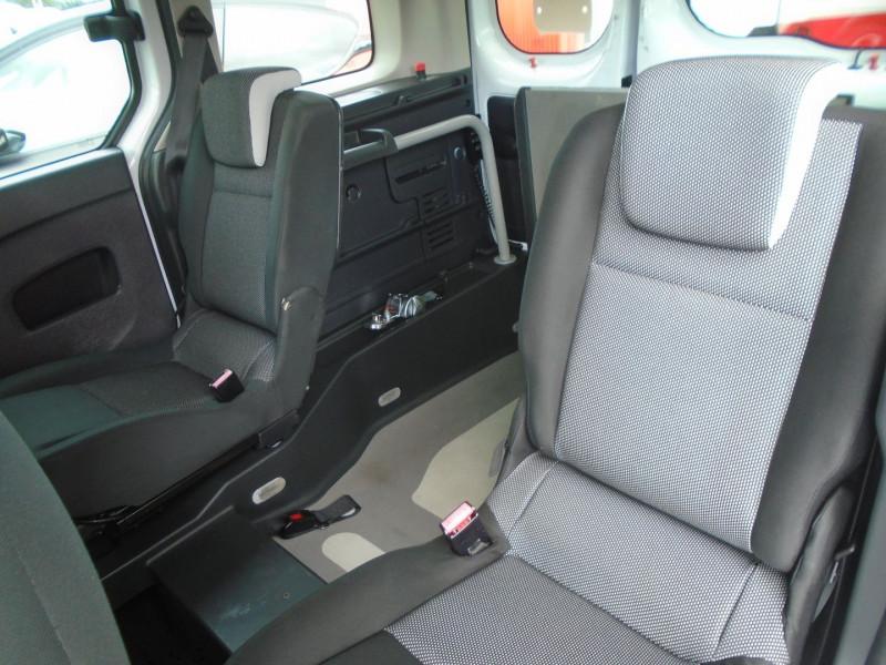 Photo 4 de l'offre de RENAULT KANGOO TPMR 1.5 DCI 110CH FAP EXPRESSION à 14995€ chez Remiremont automobiles