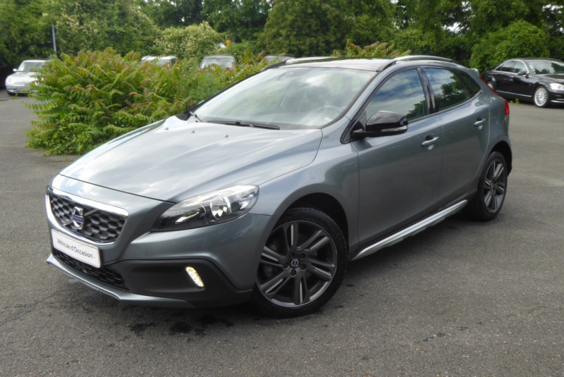 Volvo V40 CROSS COUNTRY D3 150CH START&STOP SUMMUM Diesel GRIS F Occasion à vendre
