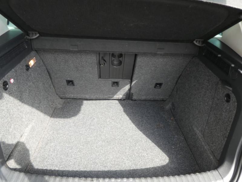 Photo 12 de l'offre de VOLKSWAGEN TIGUAN 2.0 TDI 110 BV6 2WD BLUEMOTION Bluetooth à 12450€ chez Mérignac auto