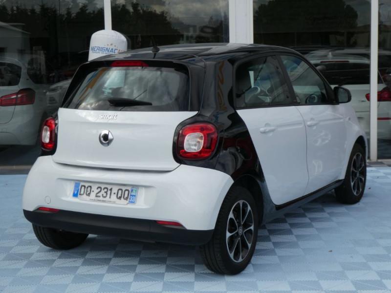 Photo 4 de l'offre de SMART FORFOUR 1.0 71 PASSION Toit Pano 5P 1ère Main à 7250€ chez Mérignac auto