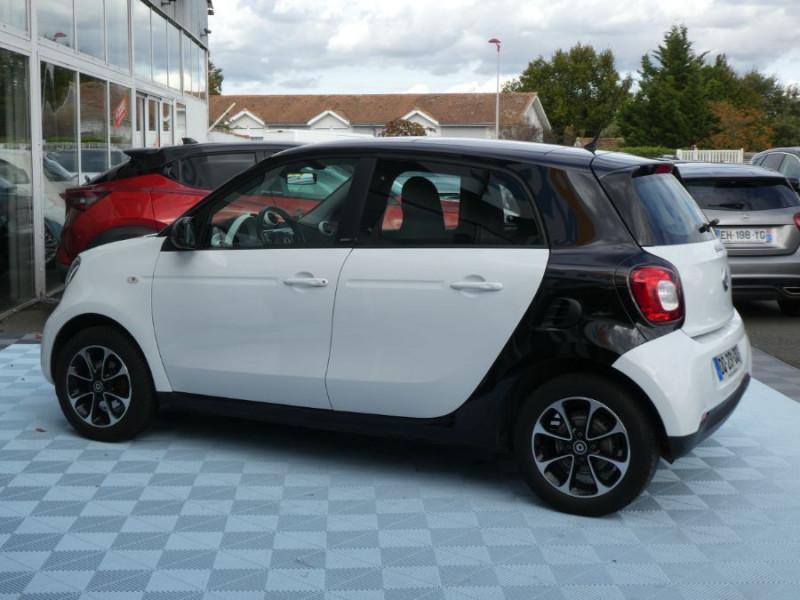Photo 3 de l'offre de SMART FORFOUR 1.0 71 PASSION Toit Pano 5P 1ère Main à 7250€ chez Mérignac auto