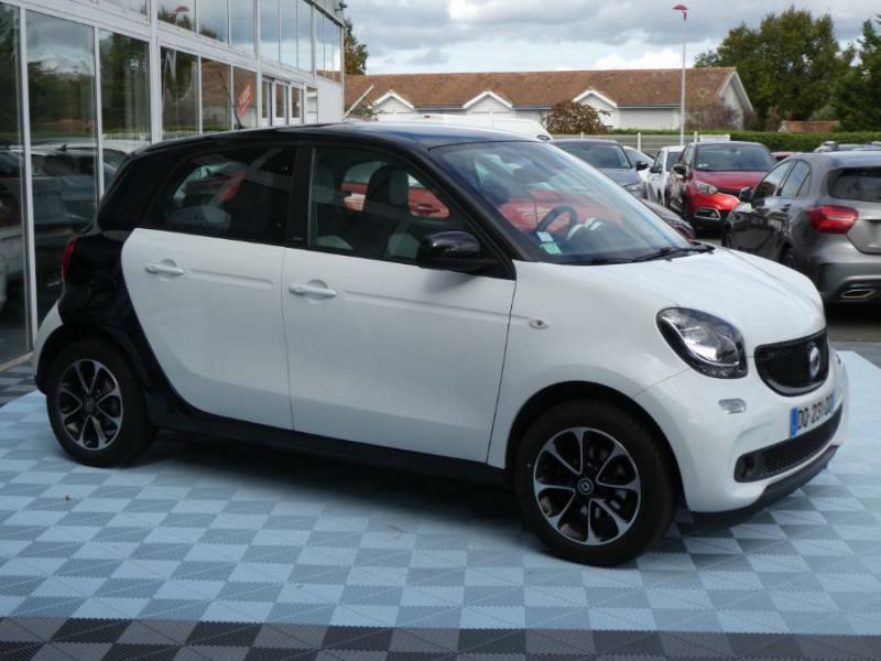 Photo 2 de l'offre de SMART FORFOUR 1.0 71 PASSION Toit Pano 5P 1ère Main à 7250€ chez Mérignac auto