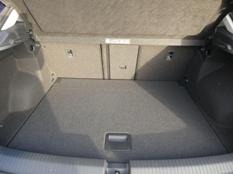 Photo 9 de l'offre de VOLKSWAGEN T-ROC 1.6 TDI 115 BV6 IQ DRIVE Full LED à 25980€ chez Mérignac auto