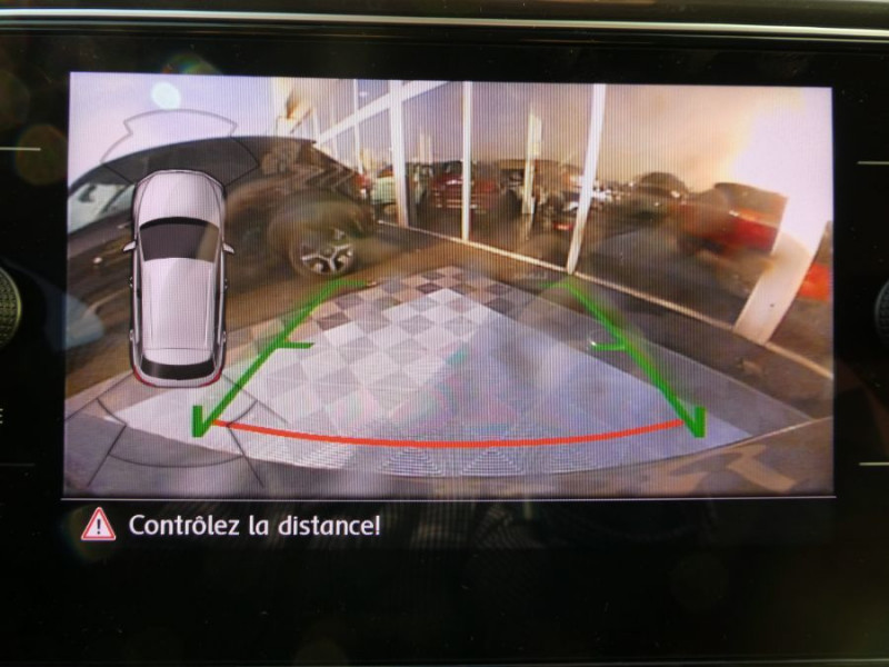 Photo 8 de l'offre de VOLKSWAGEN T-ROC 1.6 TDI 115 BV6 IQ DRIVE Full LED à 25980€ chez Mérignac auto
