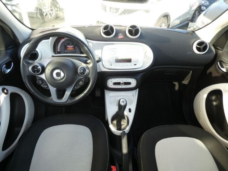 Photo 5 de l'offre de SMART FORFOUR 1.0 71 PASSION Toit Pano 5P 1ère Main à 7250€ chez Mérignac auto