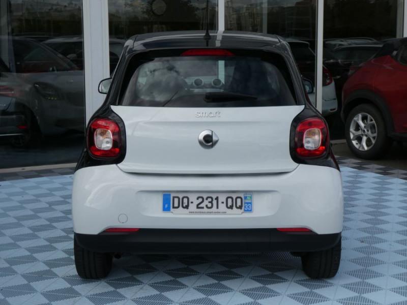 Photo 10 de l'offre de SMART FORFOUR 1.0 71 PASSION Toit Pano 5P 1ère Main à 7250€ chez Mérignac auto