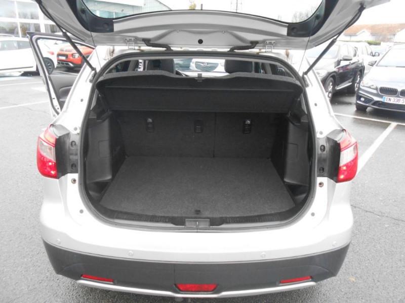 Photo 14 de l'offre de SUZUKI SX4 S-CROSS 1.6 VVT 120 BVA CVT ALLGRIP STYLE CUIR TOE Attel. à 12450€ chez Mérignac auto