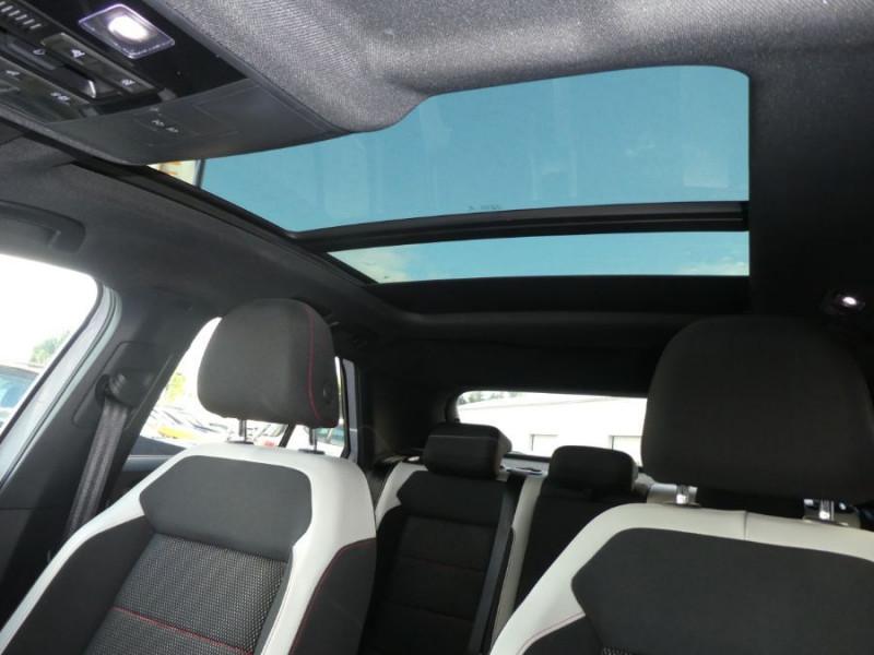 Photo 6 de l'offre de VOLKSWAGEN T-ROC 2.0 TDI 150 DSG7 4MOTION FIRST EDITION TOE JA18 Cockpit à 25450€ chez Mérignac auto