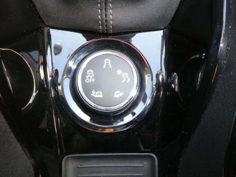 Photo 13 de l'offre de PEUGEOT 2008 II 1.2 PureTech 110 ALLURE TOIT Pano Camera Grip Control à 17890€ chez Mérignac auto