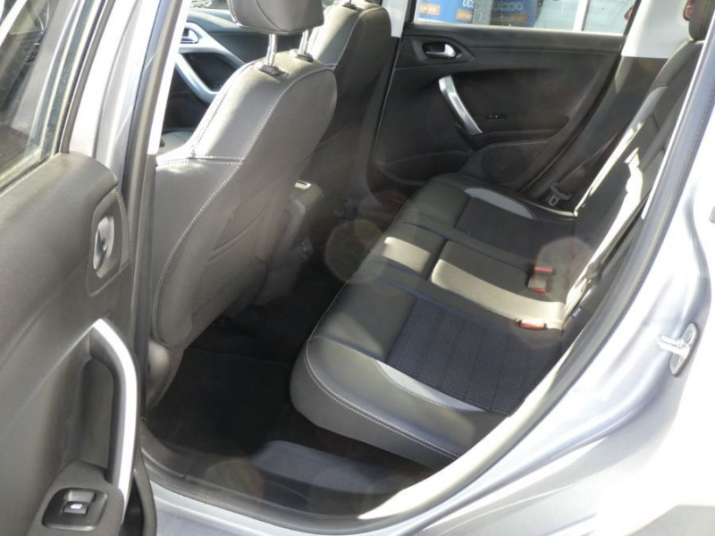 Photo 6 de l'offre de PEUGEOT 2008 II 1.2 PureTech 110 ALLURE TOIT Pano Camera Grip Control à 17890€ chez Mérignac auto
