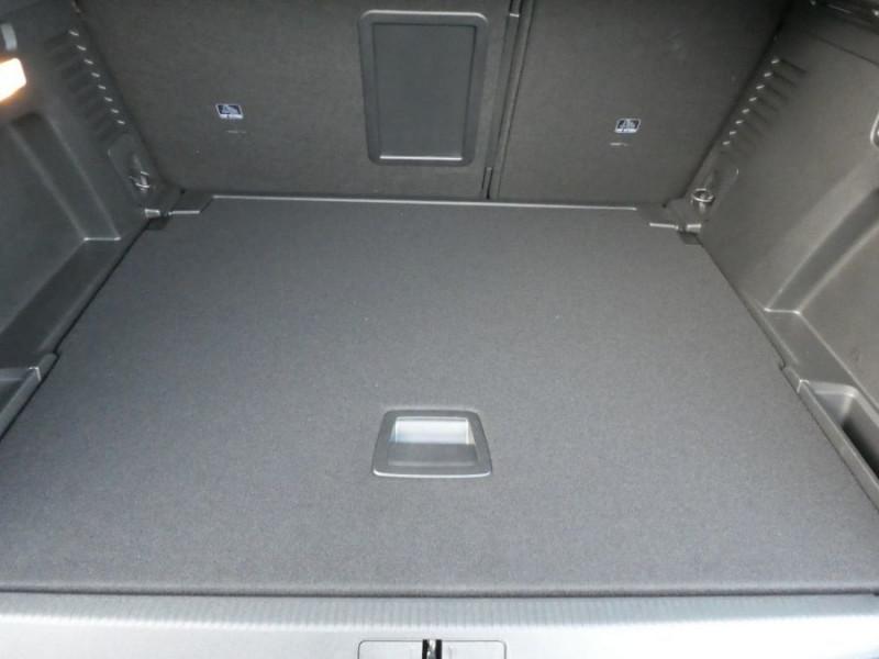Photo 8 de l'offre de PEUGEOT 3008 BlueHDI 130 EAT8 ALLURE BiTon Camera 360° à 31450€ chez Mérignac auto