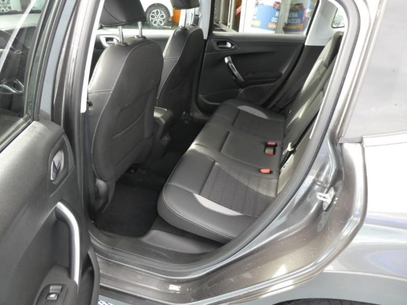 Photo 6 de l'offre de PEUGEOT 2008 II BlueHDi 100 ALLURE GPS Camera JA17 à 15450€ chez Mérignac auto
