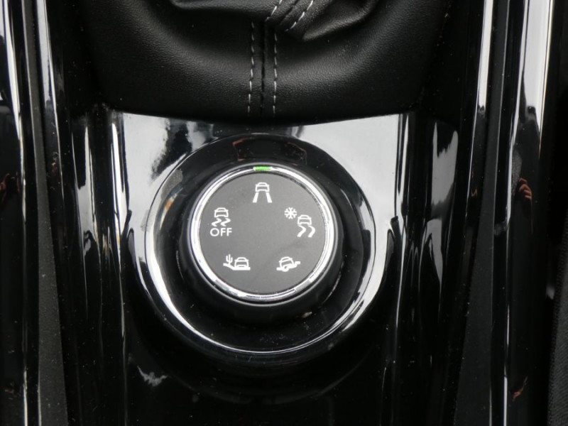 Photo 11 de l'offre de PEUGEOT 2008 II BlueHDi 100 ALLURE GPS Camera JA17 à 15450€ chez Mérignac auto