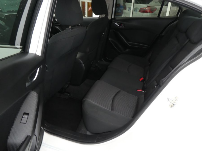 Photo 7 de l'offre de MAZDA 3 III BERLINE 2.2 SKYACTIV-D 150 DYNAMIQUE 4P Nbses Options 1ère Main à 14500€ chez Mérignac auto