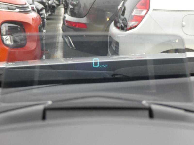Photo 10 de l'offre de MAZDA 3 III BERLINE 2.2 SKYACTIV-D 150 DYNAMIQUE 4P Nbses Options 1ère Main à 14500€ chez Mérignac auto