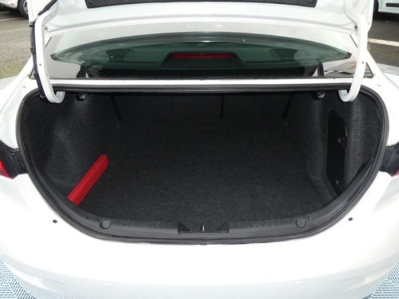 Photo 12 de l'offre de MAZDA 3 III BERLINE 2.2 SKYACTIV-D 150 DYNAMIQUE 4P Nbses Options 1ère Main à 14500€ chez Mérignac auto