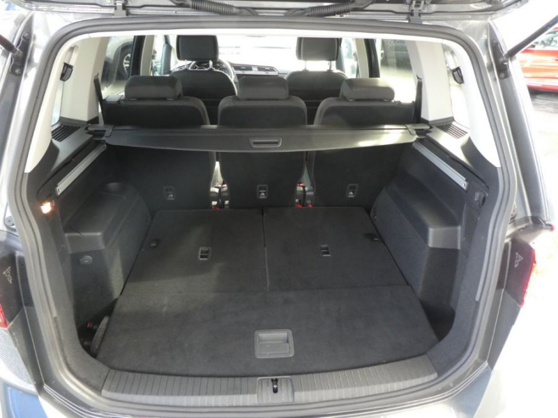 Photo 11 de l'offre de VOLKSWAGEN TOURAN III 2.0 TDI 150 DSG7 IQ-DRIVE 7PL GPS SC ACC à 29990€ chez Mérignac auto