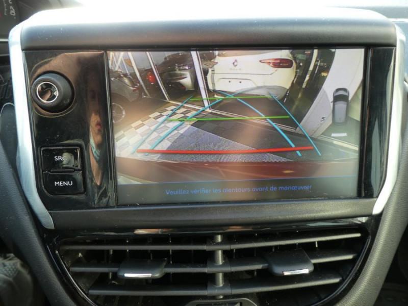 Photo 10 de l'offre de PEUGEOT 208 1.2 PureTech 82 Tech Edition GPS Camera TOIT Pano à 12590€ chez Mérignac auto