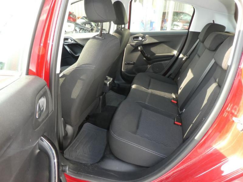 Photo 7 de l'offre de PEUGEOT 208 1.2 PureTech 82 Tech Edition GPS Camera TOIT Pano à 12590€ chez Mérignac auto