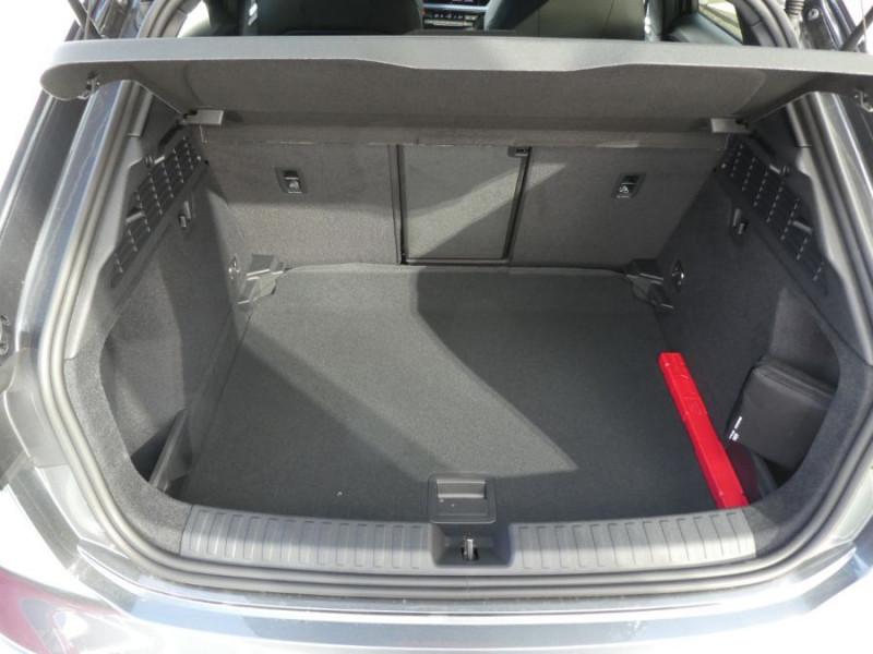 Photo 8 de l'offre de AUDI A3 SPORTBACK IV 35 TFSI 150 MHEV S Tronic 7 S LINE Mirror JA18 Audi Sport Etoile à 34980€ chez Mérignac auto