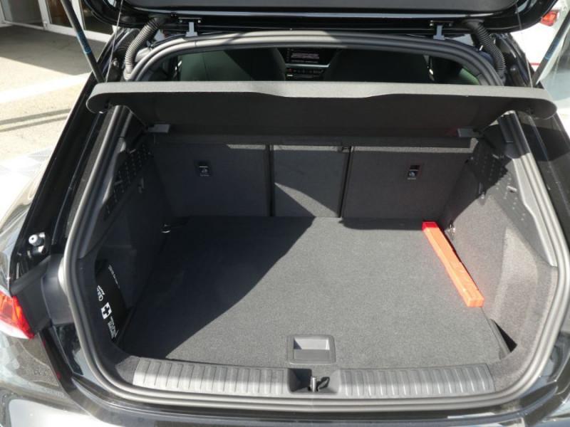 Photo 8 de l'offre de AUDI A3 SPORTBACK IV 40 TFSIe 204 S Tronic S LINE Mirror Key Less Induction à 39980€ chez Mérignac auto