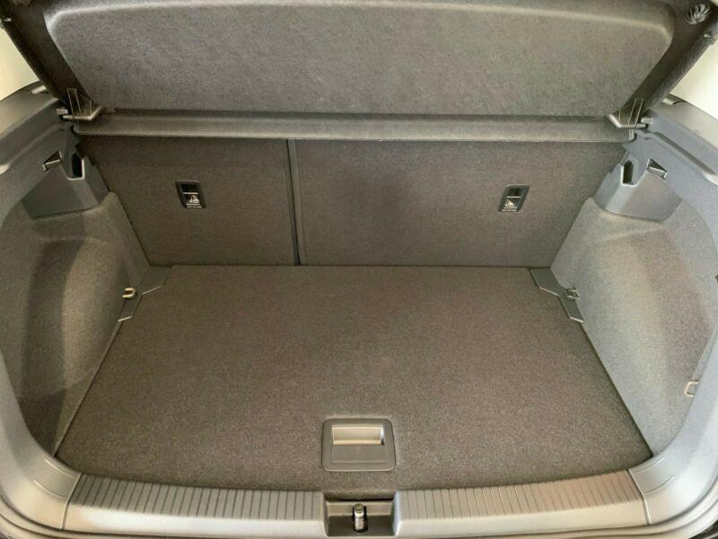 Photo 8 de l'offre de VOLKSWAGEN T-CROSS 1.0 TSI 110 DSG7 LOUNGE PACK BLACK Camera JA17 (8 Options) à 24980€ chez Mérignac auto