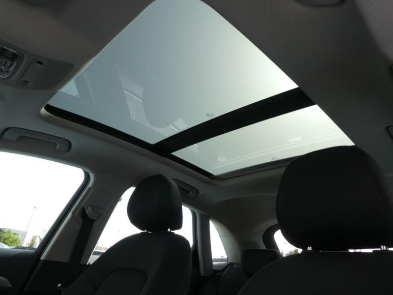 Photo 13 de l'offre de AUDI Q3 II 2.0 TDI 150 S Tronic QUATTRO Ambiente Radars TOE Pano Hayon él. à 23950€ chez Mérignac auto