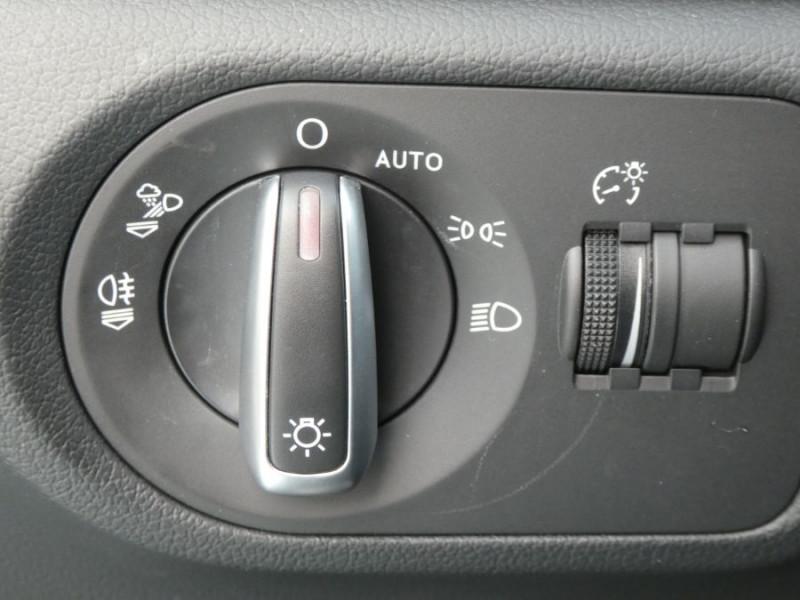 Photo 17 de l'offre de AUDI Q3 II 2.0 TDI 150 S Tronic QUATTRO Ambiente Radars TOE Pano Hayon él. à 23950€ chez Mérignac auto