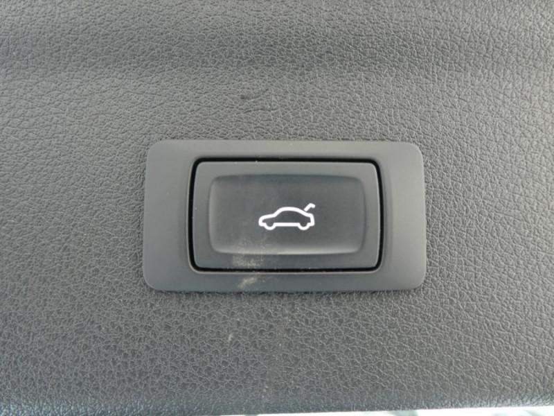 Photo 18 de l'offre de AUDI Q3 II 2.0 TDI 150 S Tronic QUATTRO Ambiente Radars TOE Pano Hayon él. à 23950€ chez Mérignac auto