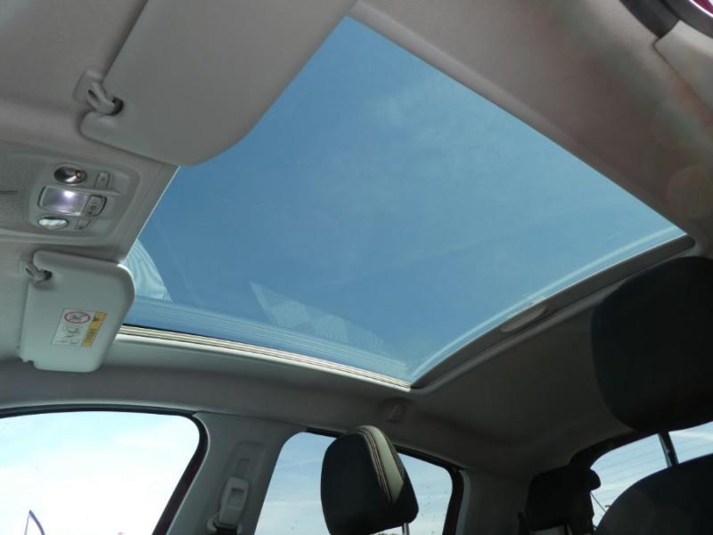 Photo 14 de l'offre de PEUGEOT 208 1.6 BlueHDi 120 GT LINE TOIT Pano GPS JA17 Camera à 13950€ chez Mérignac auto