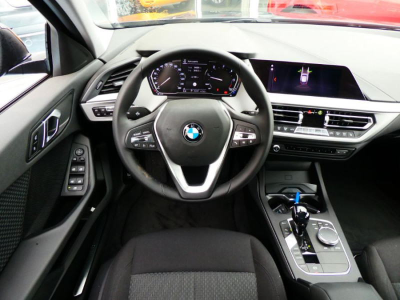 Photo 9 de l'offre de BMW SERIE 1 (F40) 118DA 150 BVA8 BUSINESS GPS Keyless Privacy Glass Gtie 02/23 à 29950€ chez Mérignac auto