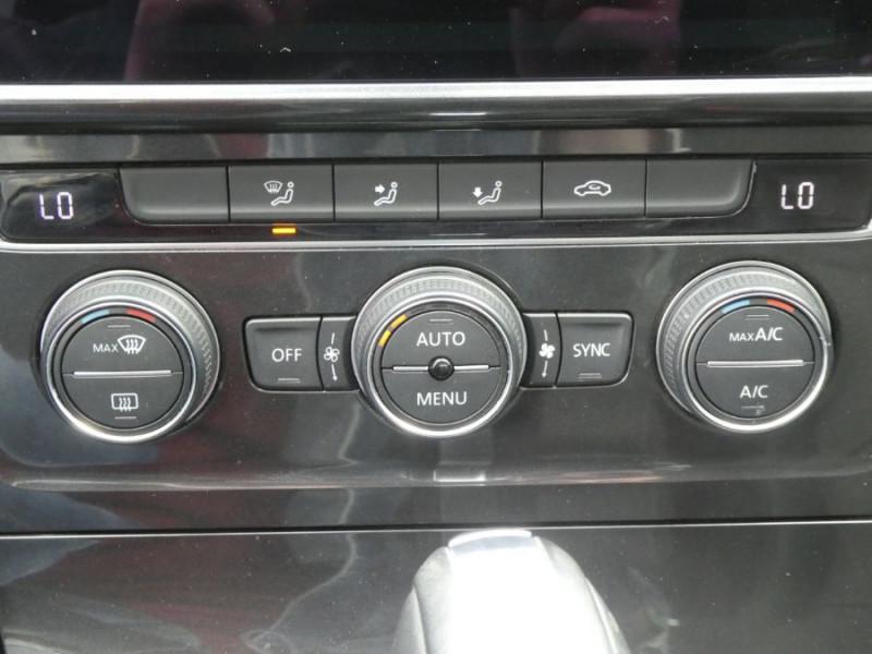 Photo 18 de l'offre de VOLKSWAGEN GOLF SW VII 1.6 TDI 115 DSG7 CONFORTLINE GPS Radars à 17450€ chez Mérignac auto