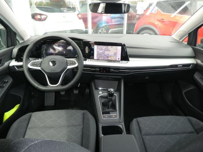 Photo 6 de l'offre de VOLKSWAGEN GOLF VIII 1.5 TSI 130 BV6 LIFE GPS Tél. Induction à 23980€ chez Mérignac auto