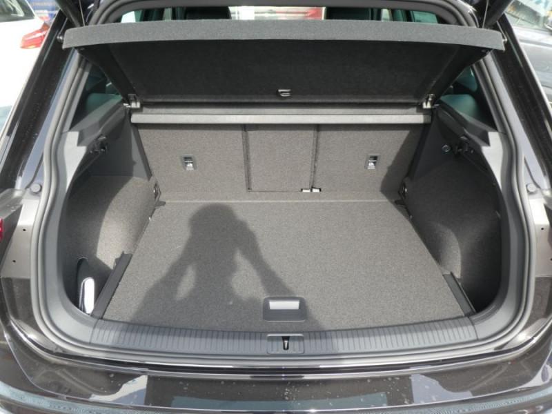 Photo 8 de l'offre de VOLKSWAGEN TIGUAN 2.0 TDI 150 DSG R-LINE TOIT Pano LED Matrix JA20 Caméra 360° à 43900€ chez Mérignac auto