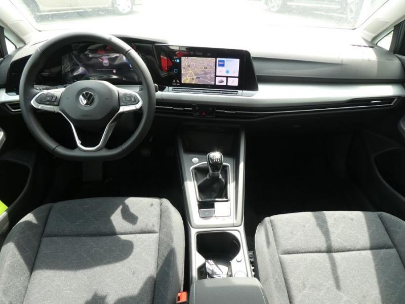 Photo 6 de l'offre de VOLKSWAGEN GOLF VIII 1.5 TSI 130 BV6 LIFE GPS Tél. Induction à 24350€ chez Mérignac auto