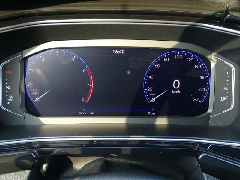 Photo 11 de l'offre de VOLKSWAGEN T-CROSS 1.0 TSI 110 DSG7 LOUNGE PACK BLACK Camera JA17 (8 Options) à 24980€ chez Mérignac auto