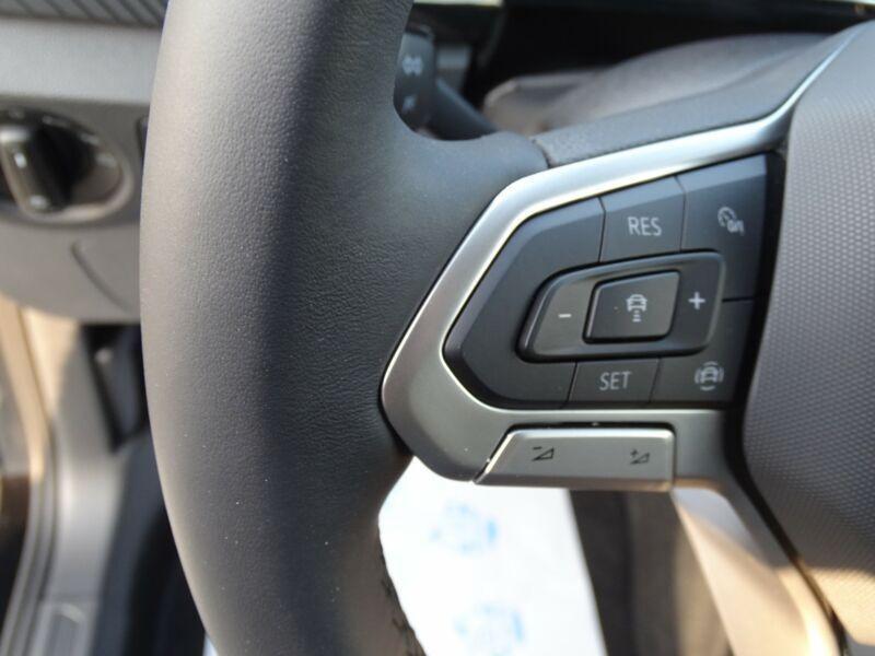 Photo 12 de l'offre de VOLKSWAGEN T-CROSS 1.0 TSI 110 DSG7 LOUNGE PACK BLACK Camera JA17 (8 Options) à 24980€ chez Mérignac auto