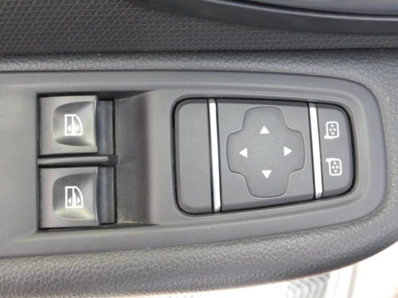 Photo 11 de l'offre de RENAULT CLIO IV 1.5 DCi 90 LIMITED JA16 Bluetooth 1ère Main à 12750€ chez Mérignac auto