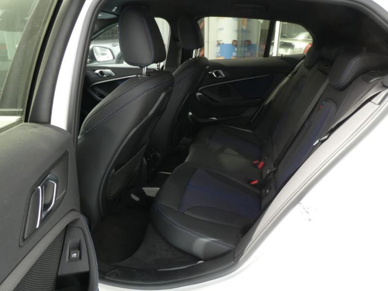 Photo 7 de l'offre de BMW SERIE 1 (F40) 118DA 150 BVA8 M SPORT GPS Privacy Glass Gtie 05/23 à 31990€ chez Mérignac auto