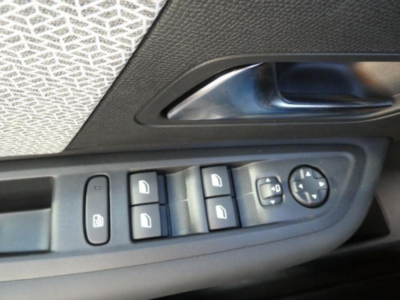 Photo 16 de l'offre de CITROEN C4 PureTech 130 EAT8 FEEL PACK JA18 GPS Camera à 24950€ chez Mérignac auto
